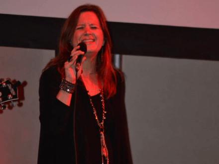 Michelle Sundholm Voice Over Artist Singing Photo6