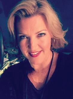 Michelle Sundholm Voice Over Artist Melissa Disney Headshot